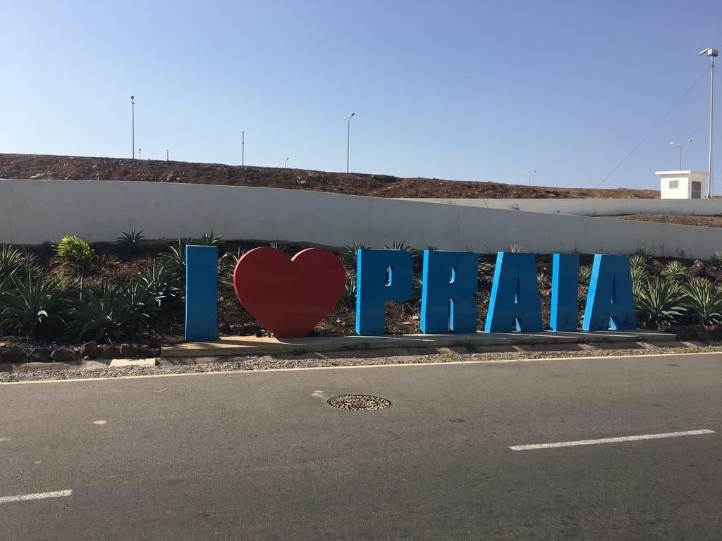 love-praia-sign